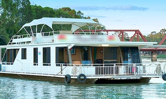 Charter Swallow Houseboat In Paringa, Australia