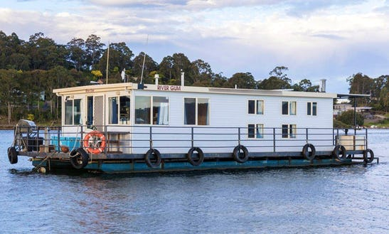 'rivergum' Standard Houseboat Hire In Clyde River