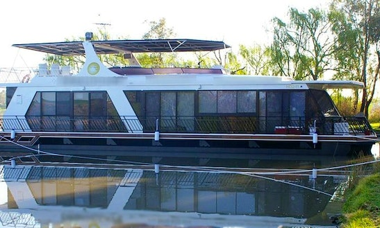 Luxurious Houseboat Experience For 10 People In Mannum, Australia
