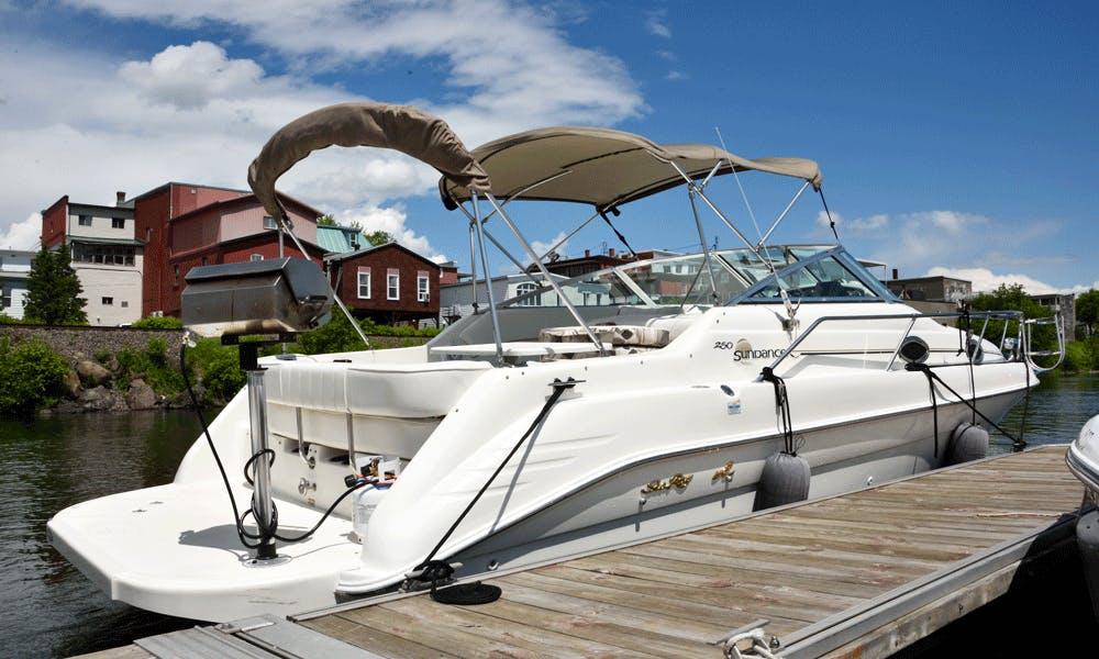 Charter Sea Ray Sundancer 250 Yacht on Memphremagog Lake