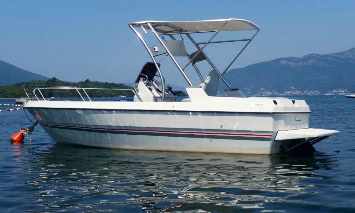 Bayliner 2050 Bowrider for Rent in Tivat, Montenegro