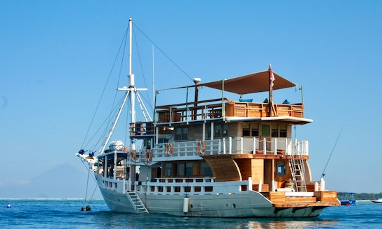 Gilis To Komodo Liveaboard With Mikumba Dua