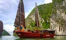 Charter a 8-person Junk Boat in Quảng Ninh, Vietnam
