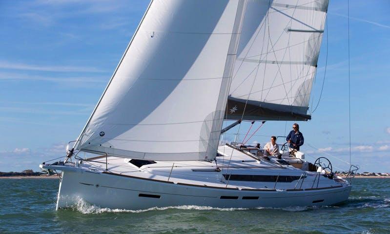 Charter 42' Jeanneau Sun Odyssey Cruising Monohull in Lisboa, Portugal