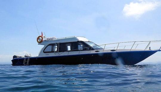 Boat Cruising In Nusapenida
