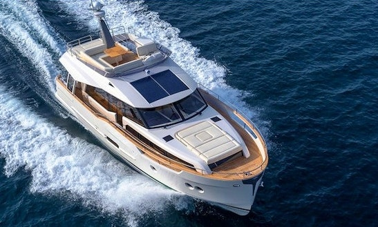 Charter 48' Greenline Hybrid Motor Yacht In Setúbal, Portugal