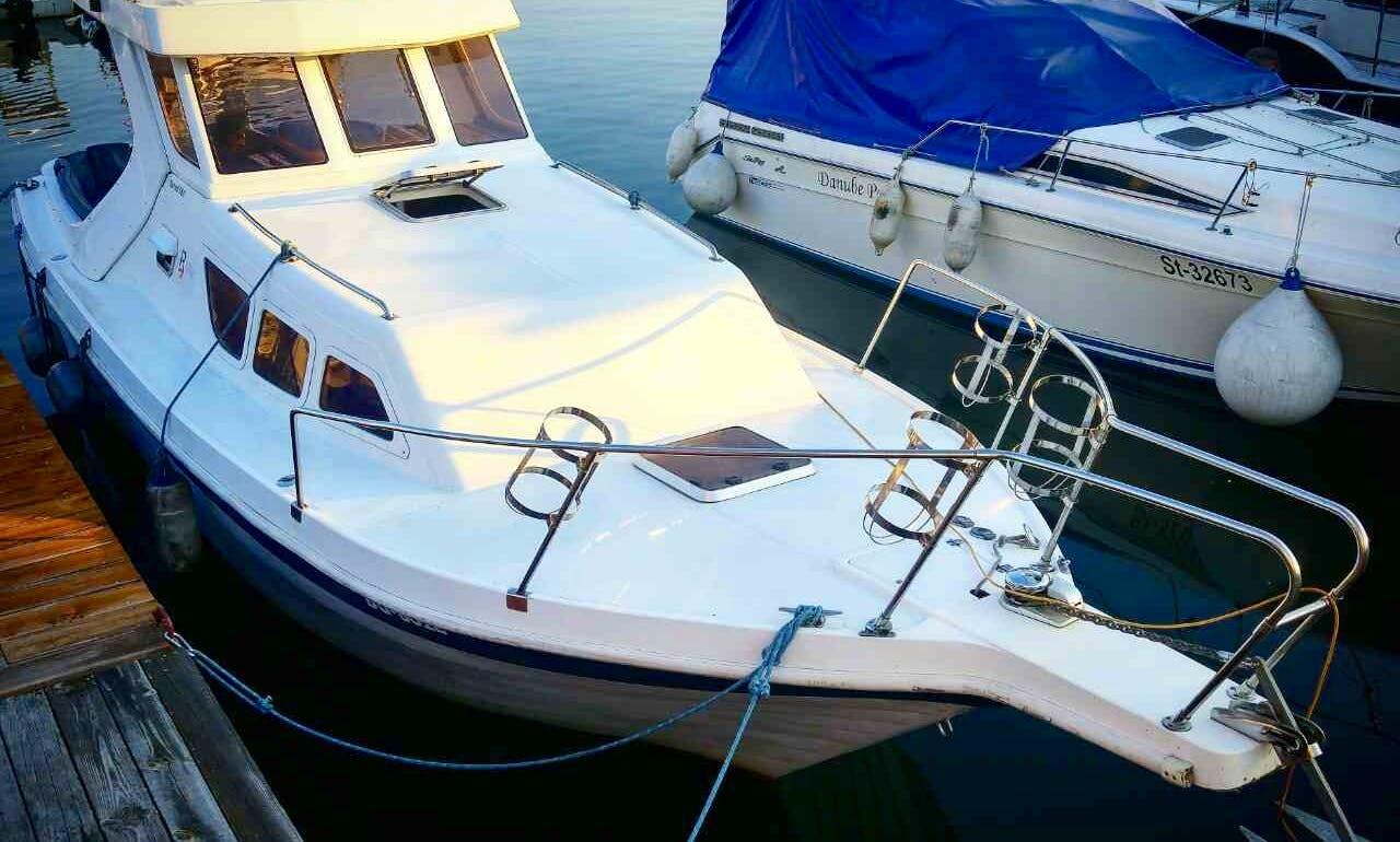 Charter 33' Motor Yacht in Beograd, Serbia