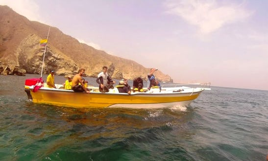 24ft Bass Boat Diving Charter In Taganga, Colombia