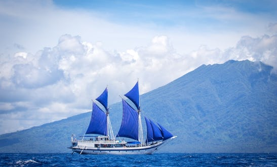 Land & Sea (snorkeling) And Expedition From Bali To Raja Ampat Aboard Ombak Putih