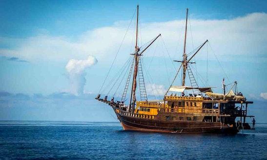 Schooner Sleep Aboard Rental In Salawati Utara
