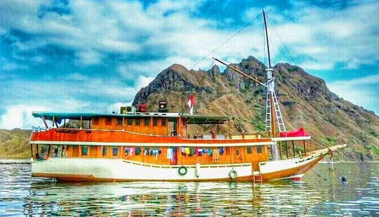 Sailing Schooner For 12 People In Komodo And Other Islands Of Indonesia