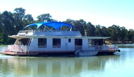 4 Queen Room Houseboat 10-12 Berth In Paringa, Australia