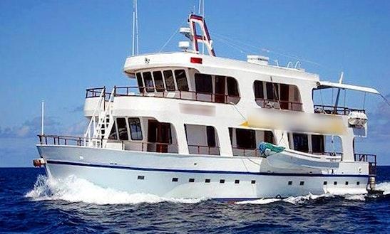 70' Angelito Motor Yacht In Islas Galápagos