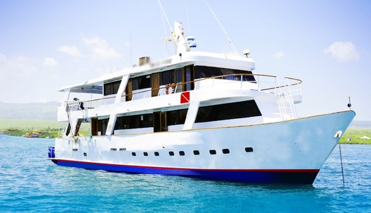 'astrea' Diving Motor Yacht Charter In Guayaquil