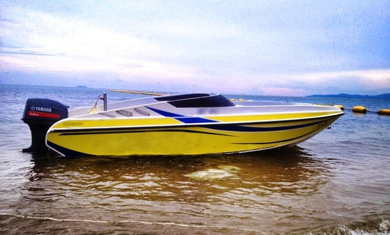 Experience The Bay Of Pattaya With This Bowrider In Chonburi, Thailand