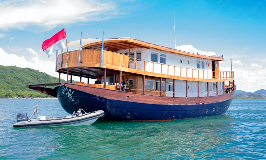 """An Indonesian Adventure On 101ft """"Rascal"""" Phinisi Cruiser"""