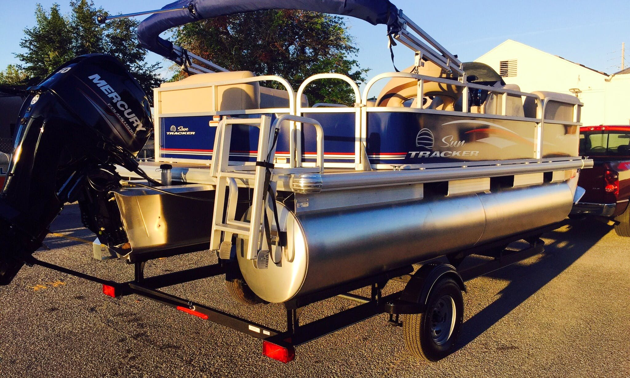 Sun Tracker Party Barge Pontoon for Rent in Kissimmee - Boats delivered to you!