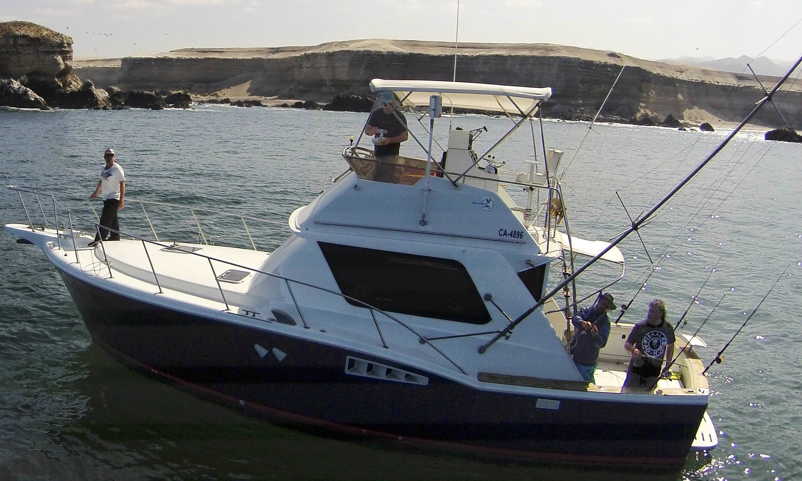 Charter the 39' Chris-Craft Commander 360 Yacht in Antofagasta