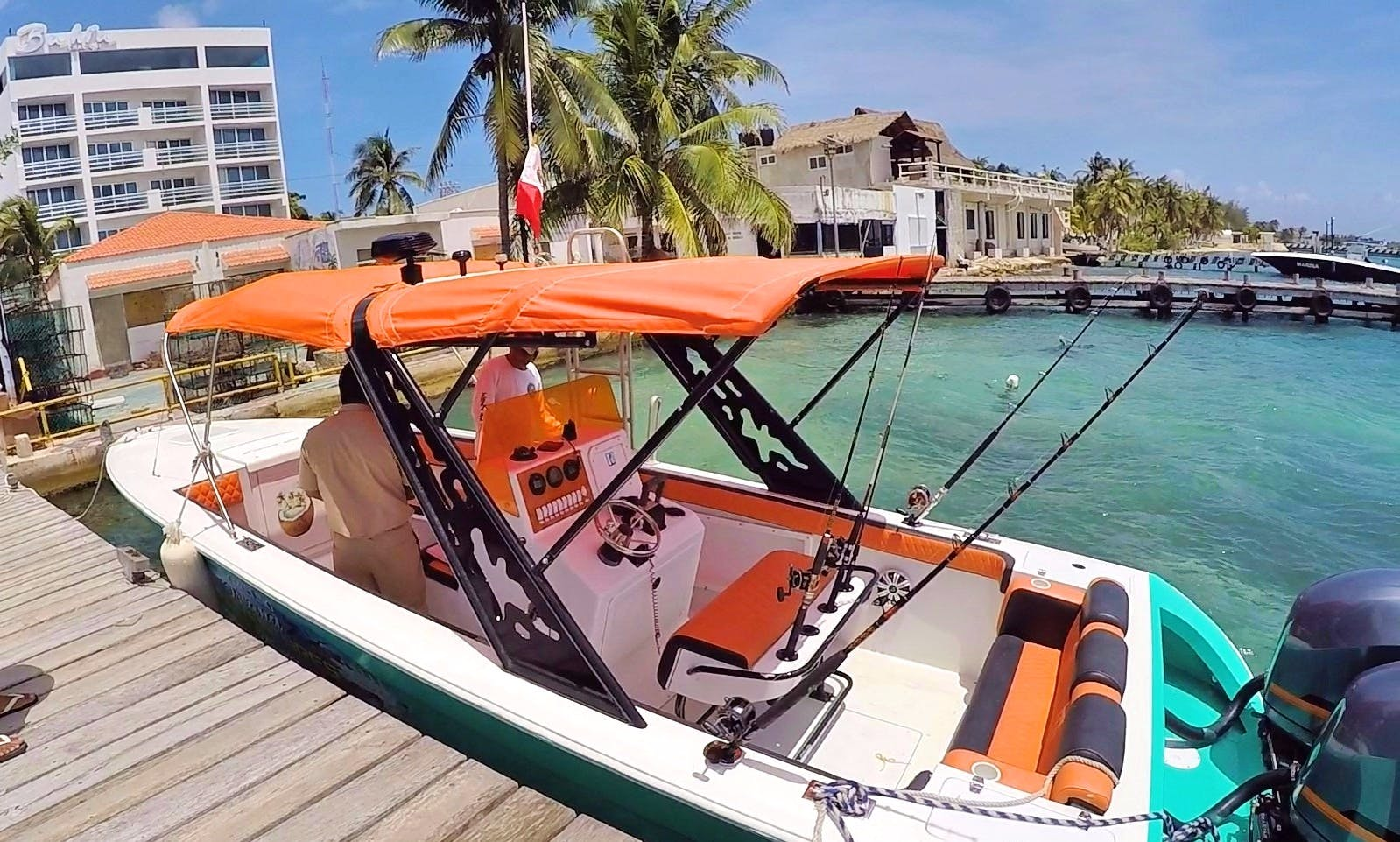 Boat Ride, Snorkeling and Fishing tríp from Cancun to Isla Mujeres!