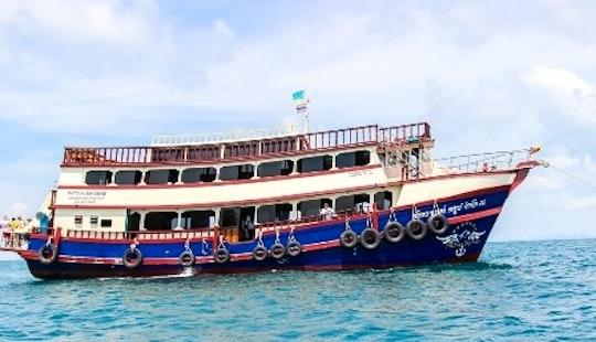 Sightseeing In Pattaya Harbour