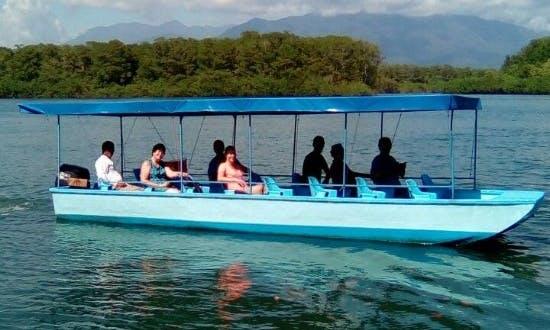Private Tour Boat in Damas Island, Costa Rica
