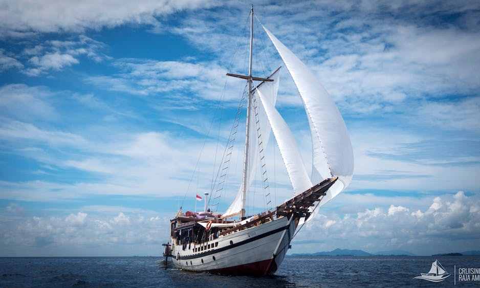 WISESA 98' Enjoy Dive Cruises in Sorong Raja Ampat & Labuan bajo Komodo Islands in Indonesia on our nice wooden Boat