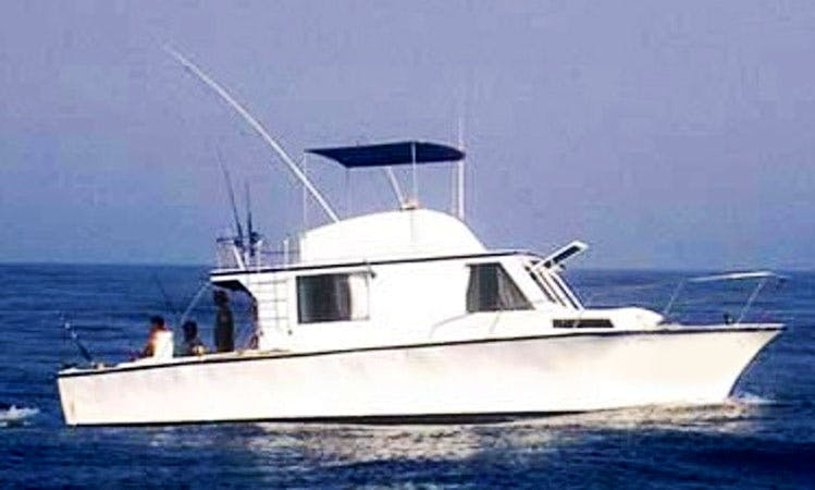 Fishing in Manzanillo, Mexico on 40' Jazmin Sport Fisherman