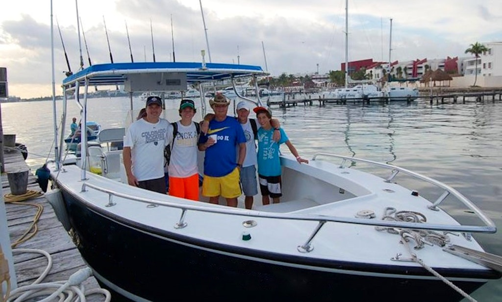 Fishing charter on 31ft ocean master in cancun mexico for Cancun fishing charters