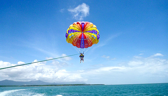 Enjoy Parasailing In Cairns City, Australia