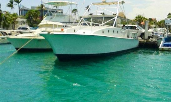 Motor Yacht In Oranjestad