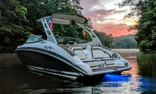 Yamaha Wake Boat And Water Toys Rental In Woodstock