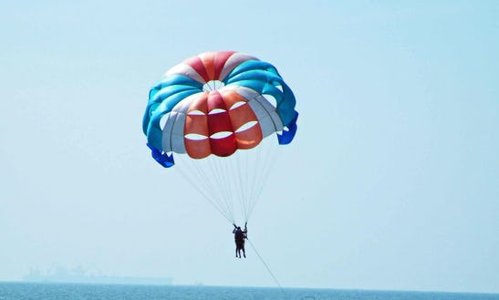 Enjoy Parasailing In Betalbatim Gonsua Beach, Goa