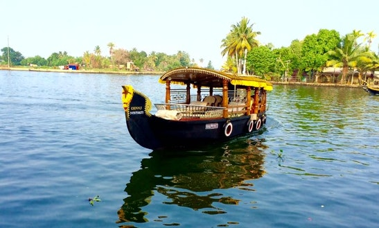 Charter A Traditional Boat In Alappuzha, India