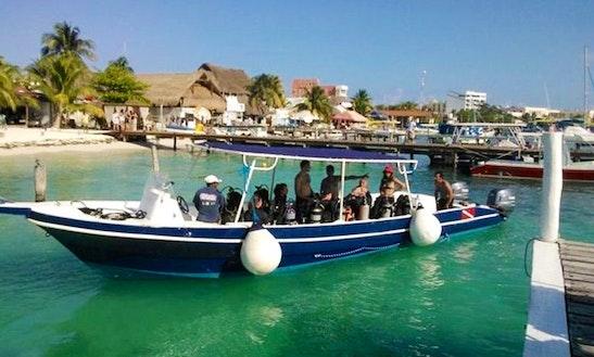 33' Dive Boat In Isla Mujeres