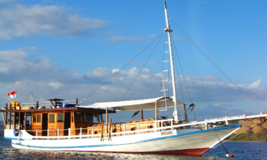 Charter A Gulet In Wolomeze, Indonesia