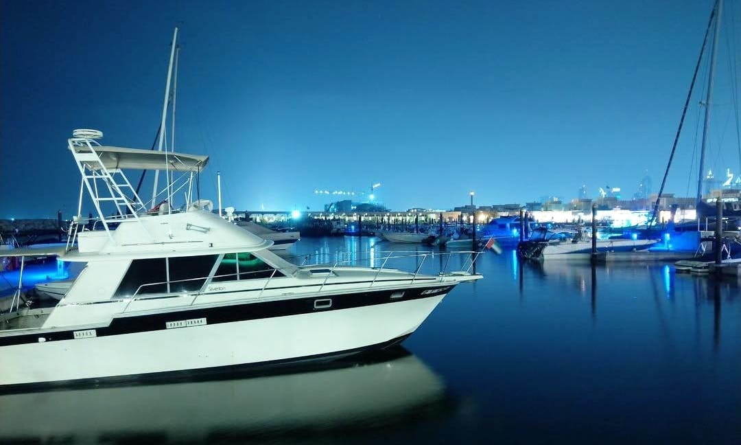 Have Fun Cruising and Fishing in Dubai with 34 Foot Silverton Yacht