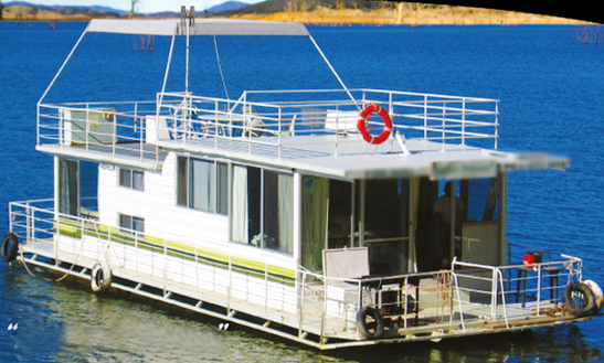Captained Hire Luxury Houseboat