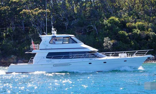 Cruise Sydney Harbour On 65ft