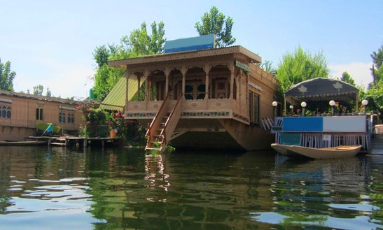 Houseboat Rental In Srinagar, India