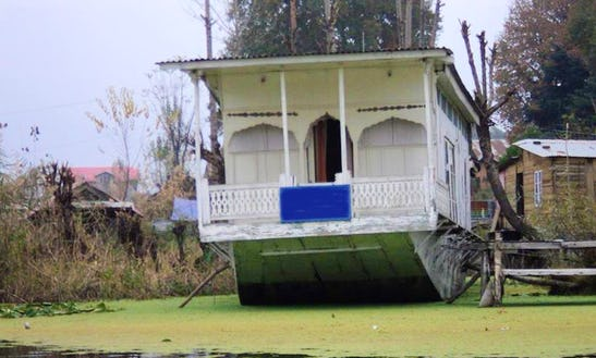 Houseboat Adventure In Himachal Pradesh, India