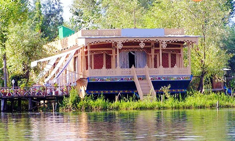 Charter 147' Houseboat at Dal Lake in Srinagar, Kashmir
