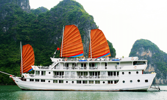 Aphrodite Cruise In  Hạ Long Bay