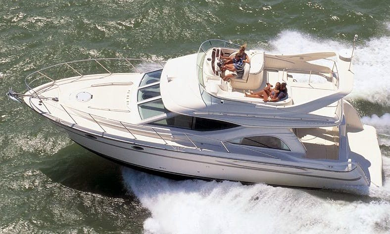 Motor Yacht rental in Florida ,The best cruiser for a fun day on the water