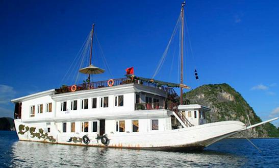 Relaxing Boat Cruise In Hạ Long Bay