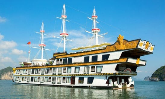 Junk Cruise In Halong Bay, Vietnam