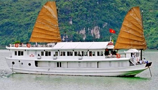 Discover The Natural  Beauty Of Hanoi,vietnam With Majestic Cruise Houseboat