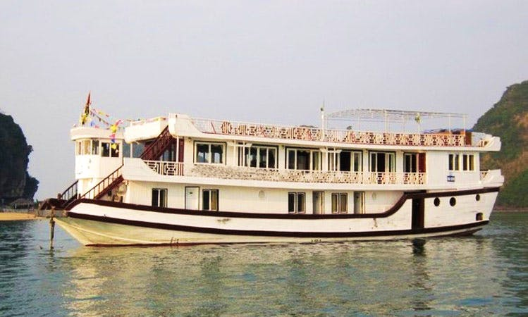 Passenger Boat monkey island cruise in Halong Bay