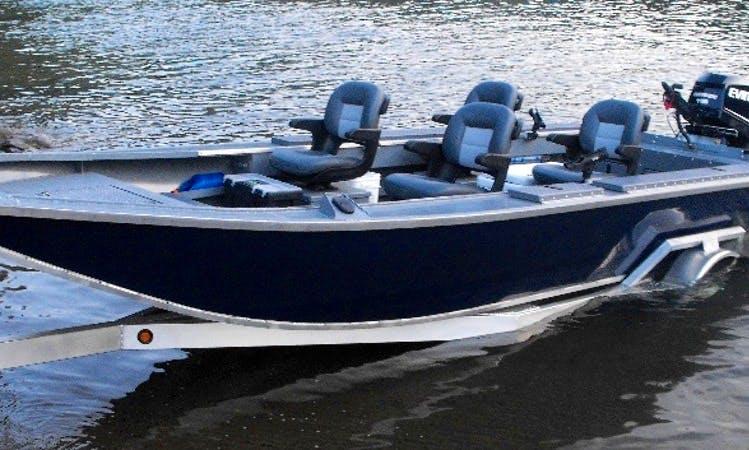 World Class Walleye Trips in Portland, Oregon on this 25' Bass Boat
