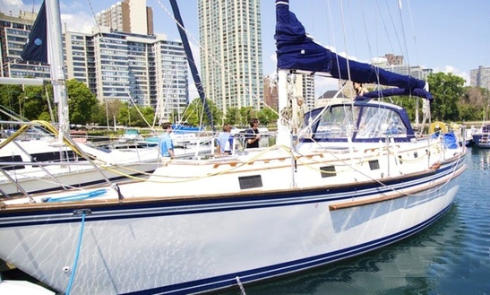 Charter A  40ft Endurance Sailboat For 6 People In Chicago, Illinois