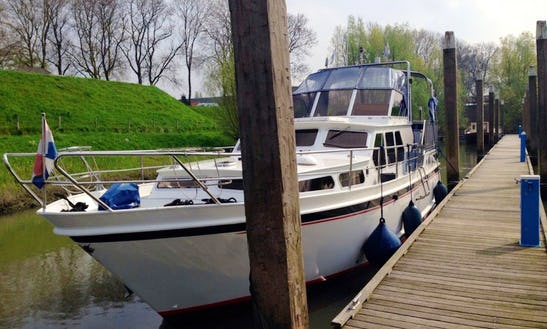 Rent 39' Motor Yacht In Heukelum